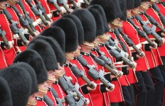 800px-Soldiers_Trooping_the_Colour,_16th_June_2007